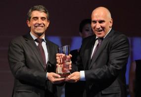 """Получаване на наградата """"Мениджър на годината 2012″ от Президента на България Росен Плевнелиев"""