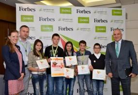 """С ученици, участници в конкурса на сп. Forbes и Фондация """"Заедно в час"""" на тема """"Училище на бъдещето"""""""