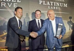 Получаване на първата за България бутилка Johnnie Walker Platinum Label от глобалния посланик на Johnnie Walker Юън Гън като символ на постигнатите бизнес успехи и извоюваното доверие.