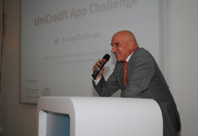 Левон Хампарцумян по време на официалното награждаване в първото издание на конкурса UniCredit App Challenge