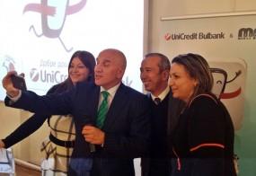 Селфи на старта на технологичния конкурс UniCredit App Challenge 2.0