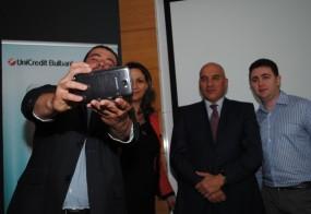 Селфи с победителите от UniCredit App Challenge 2.0