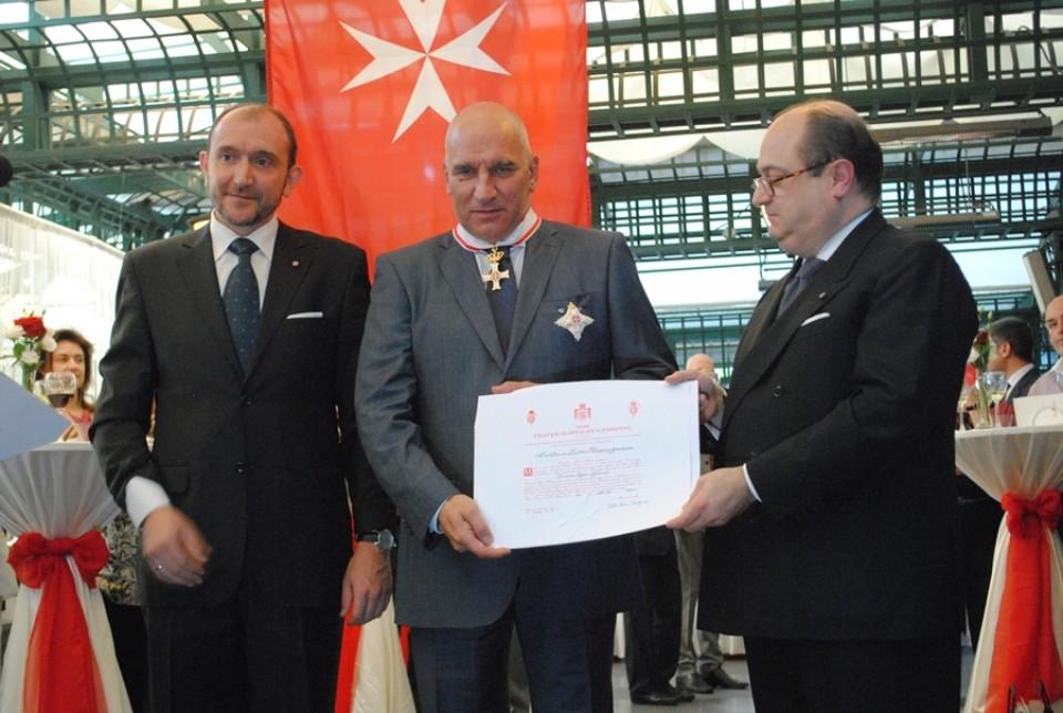 Левон Хампарцумян беше отличен от Принца и Велик магистър на Суверенния орден на Малта фра Матю Фестинг с кавалерски орден за заслуги с ранг Велик офицер (Grand Officer pro Merito Melitensi).